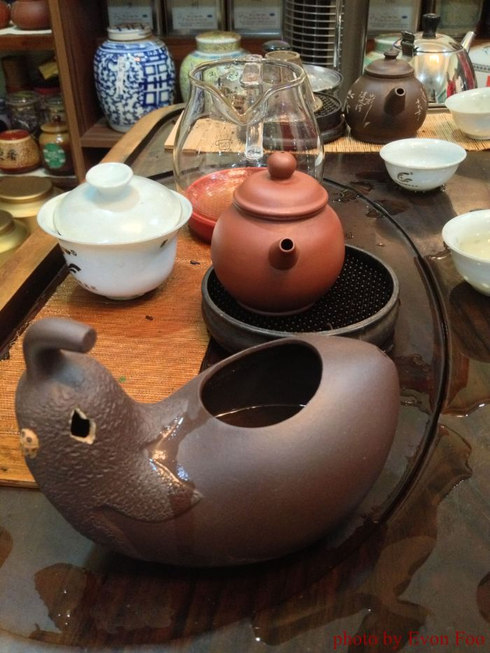 茶海 - aubergine-shaped container to pour the tea