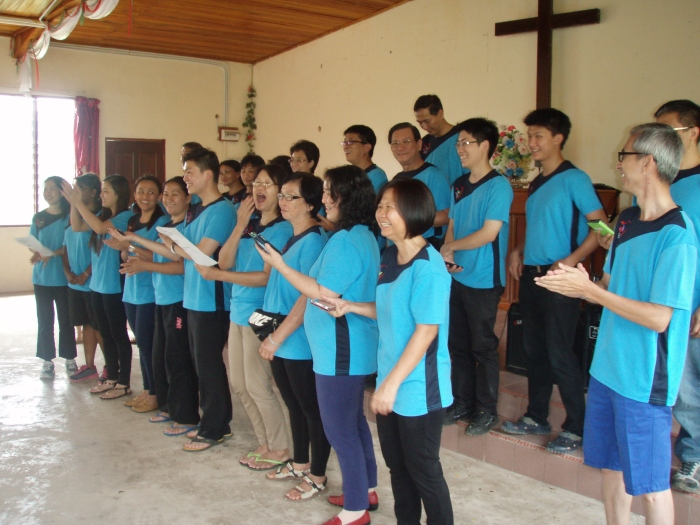 "getting ready for our song presentation we wanted to sing a Murut song but realised later that our song is actually in Dusun, but we enjoyed learning and singing it all the same! ""mamarayou oku kinorohingan"" meaning saya mahu memuji Tuhan/I want to praise God"