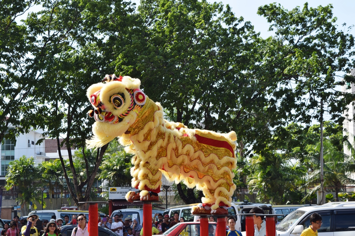 noise, exclamations and applause - lion dance 醒獅拜年