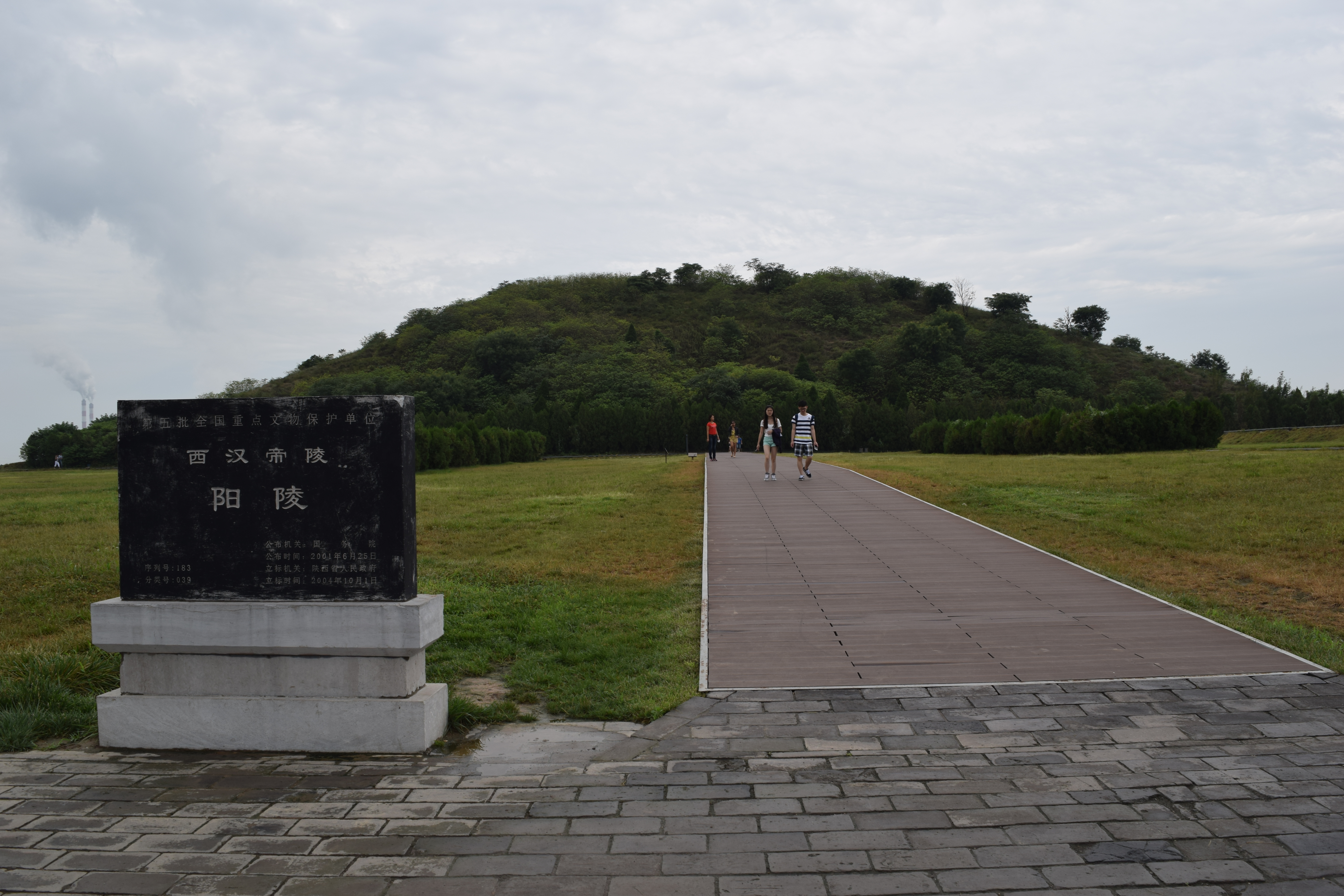 the mound is the tomb of Jin Di