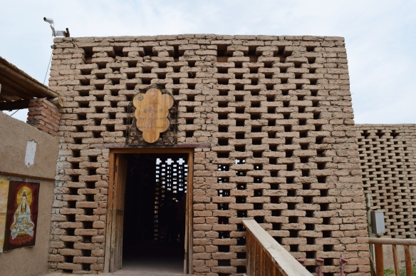 drying house (晾房) - dry air passes through the holes between the bricks and air-dries the grapes naturally, and turns them into raisins